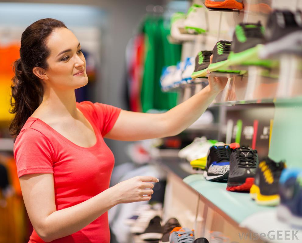 Форма стопы бегуна является важным фактором при покупке кроссовок.