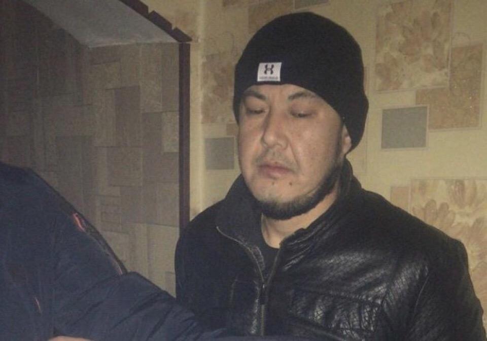 Украл телефон у школьницы и угрожал - в Алматы задержали под