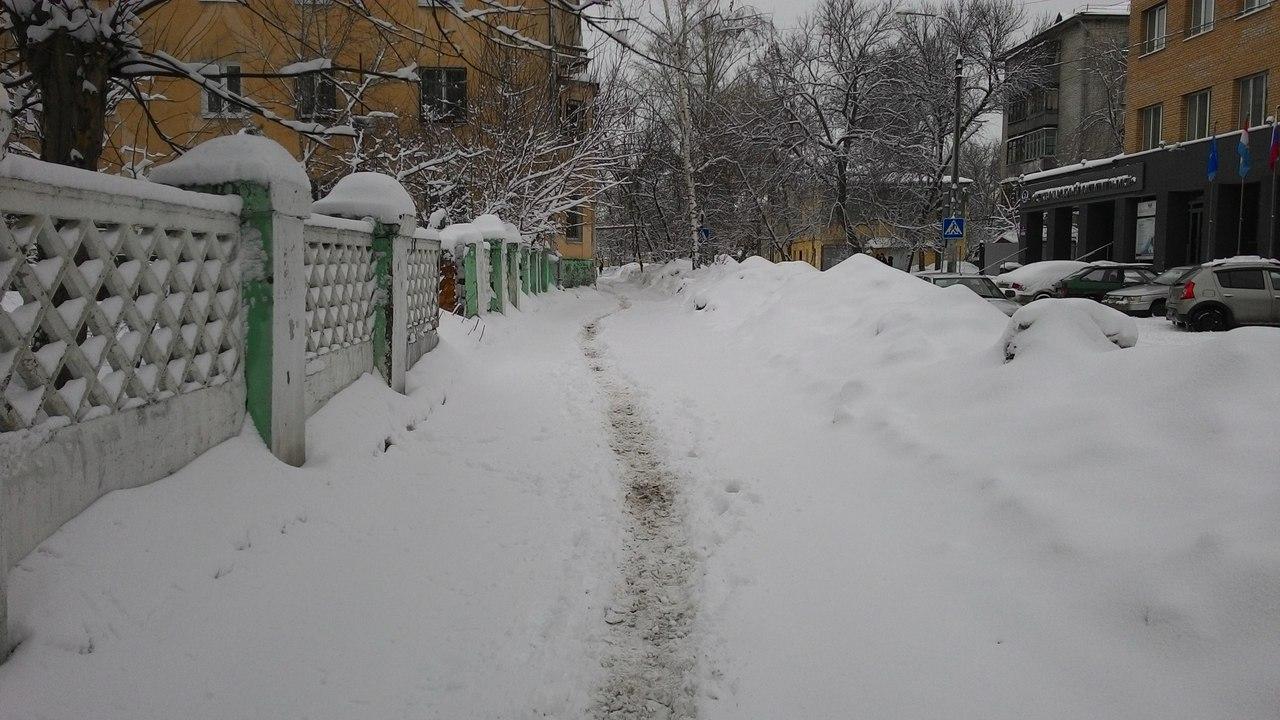 Тротуар на Аксакова напротив МИРа
