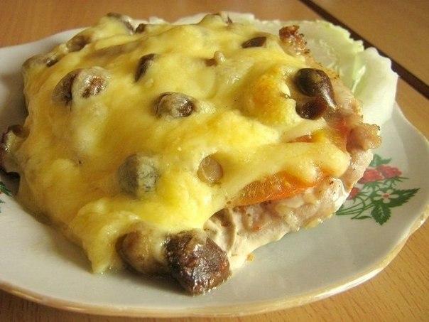 Мясо по-купечески (с грибами)  Ингредиенты:  В данном случае использовалось: -Свинина (карбонат)...