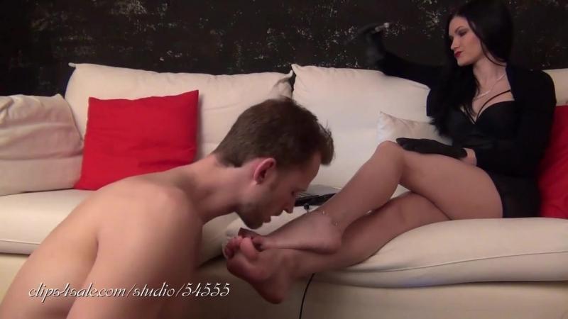 смотреть онлайн видео китаянки лизать ноги в чулках для