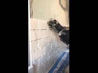 Когда подготовил хорошо стену, то и плитка ложится как по маслу