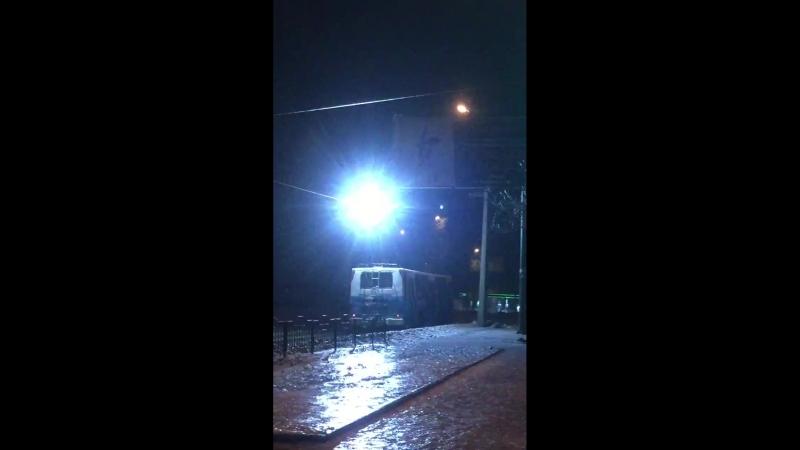 Всё небо блестит от троллейбуса в Донецке