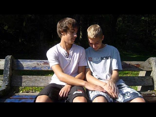 мальчики дрочат друг другу видео
