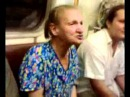 Бабка в метро поет гимн СССР
