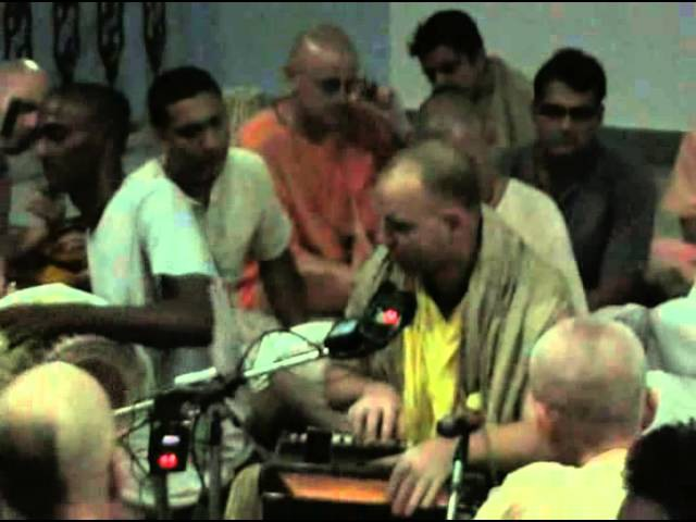 H.G. Aindra Prabhu and H.H. Mahanidhi Svami kirtan in Varsana dham 2009
