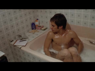 Gael Garcia Bernal - naked frontal in The Science of Sleep