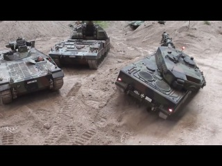 Giant RC Tank's Militrspielzeug in Action Erlebniswelt Modellbau 2014 Erfurt 1080p