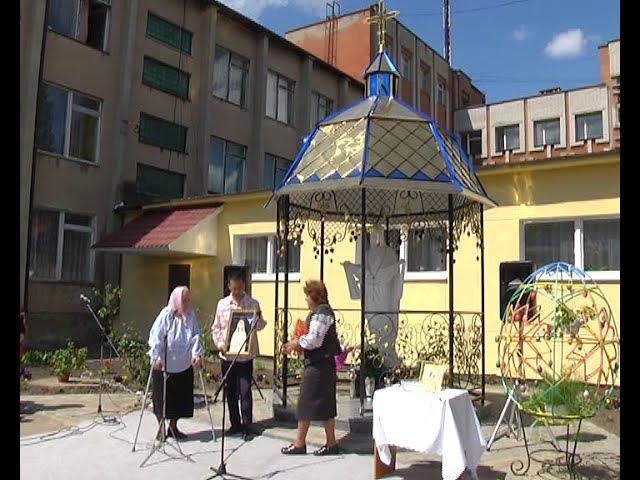 На подвір'ї гірничо-будівельного ліцею встановили фігуру Богородиці