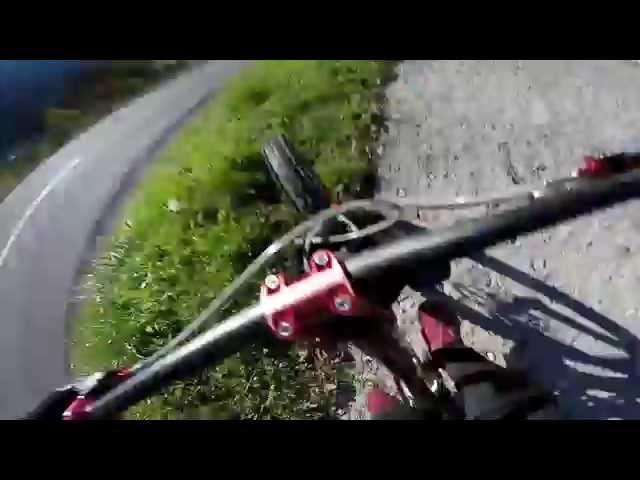 Сумасшедший побег от полицейских на велосипеде