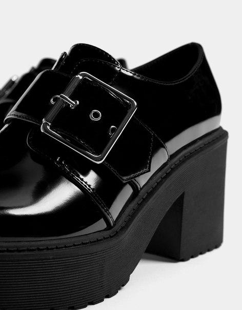 Туфли с пряжкой, на среднем каблуке и платформе