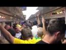 Бразильцы смотрят футбол в метро и празднуют вылет немцев