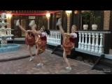 Народный танец в ресторане Леон