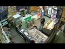 В Самаре грабитель напал в магазин  с куханным ножом и изрезал   двух женшин