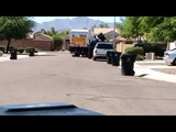 США. Уборка мусора. Мусоровозка. Garbage truck.