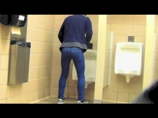 Caught guy pissing his pants  (a|w)