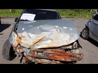 Разбитые автомобили на выезде из Тюмени  Выставка авто после ДТП