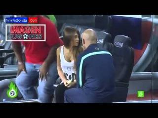 El entrenador de porteros del Barcelona seduce a la novia de Messi   Barcelona vs Real Sociedad 2013