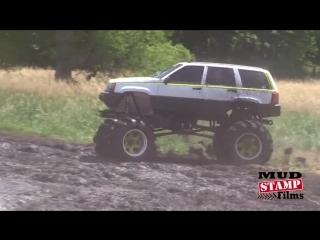 Grand cherokee месит грязь