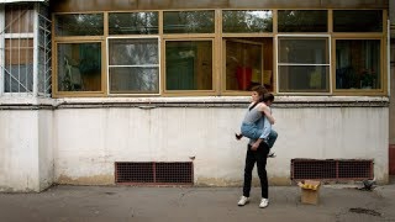 Короткометражка «Половинки». 15-минутный фантастический ромком о склеившихся незнакомцах