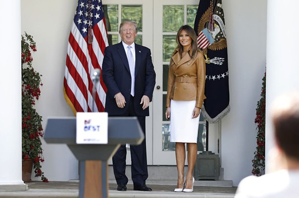 Мелания Трамп будет учить детей бороться с трудностями современного мира: новый выход первой леди США