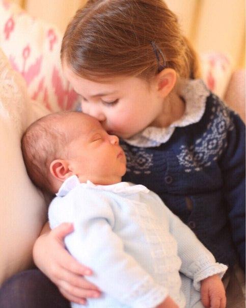 Королевская семья представила новые фото принца Луи
