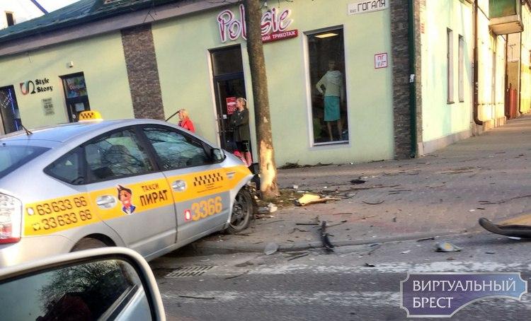 ДТП с участие автомобиля такси на ул. Гоголя: видео с регистратора очевидца всё объяснило