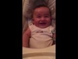 Приколы - У малыша крутой смех