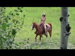 Сара Сампайо (Sara Sampaio) и Тейлор Хилл (Taylor Hill) на фотосессии в Аспене, 15/08/2017  (1080p)