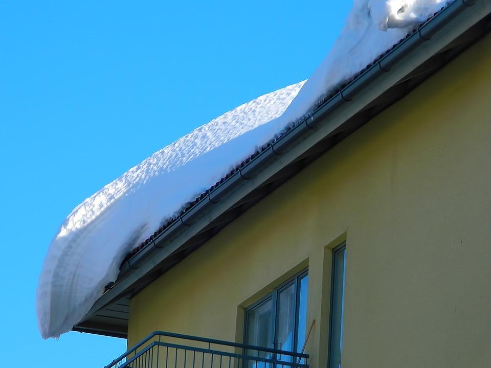 В Марий Эл возбуждено уголовное дело по факту схода с крыши снега на женщину