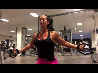 Chest and biceps with Adriana Kuhl (boobs muscle bodybuilding female fitness)
