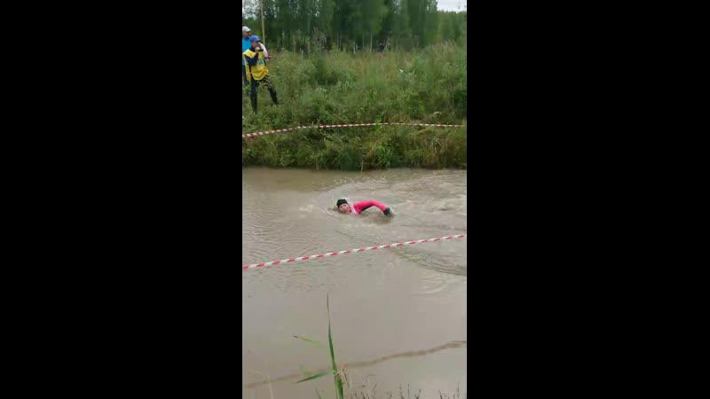 Девченки в Мирном купаются