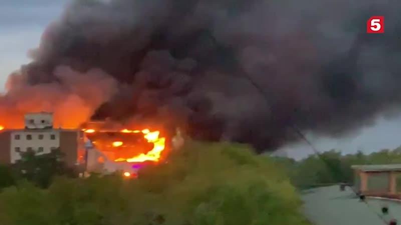 Серьезный пожар в ТЦ Владивостока