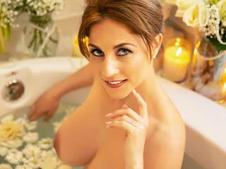 Roberta Gemma в чулках, мокрая киска, секс в ванной, трах, минет, ебля, отсосала, дойки, зрелая, порно [FULL HD 1080 Sex porno]