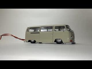 Действующая пневмоподвеска для модели в масштабе 1:24 1972 VW Volkswagen T2 Bus