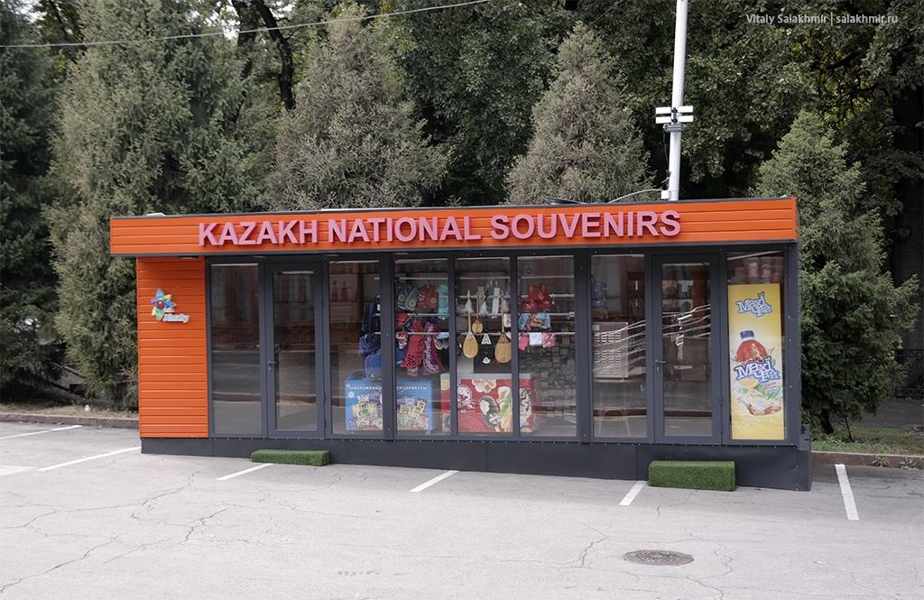 Лавка сувениров в парке 28 панфиловцев, Алматы 2019