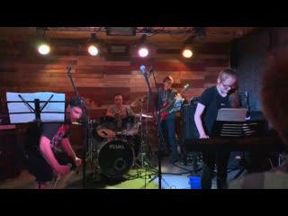 Концерт в школе барабанов