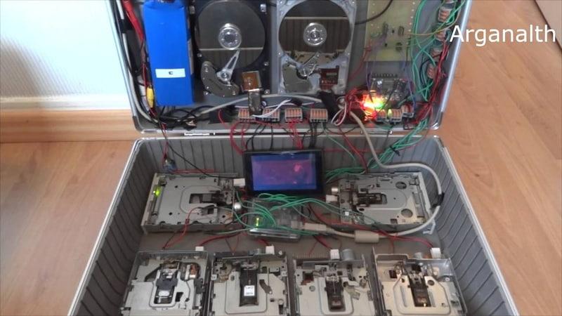 Просто офигеть! Жесткие диски играют Нирвану ХD (HDD and Floppy Music)