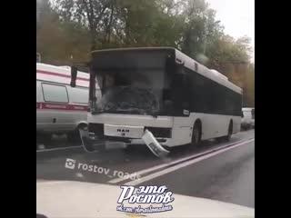 ДТП на Ленина, автобус собрал паровозик из Ларгуса и Хонды на пешеходном переходе -  - Это Ростов-на-Дону!