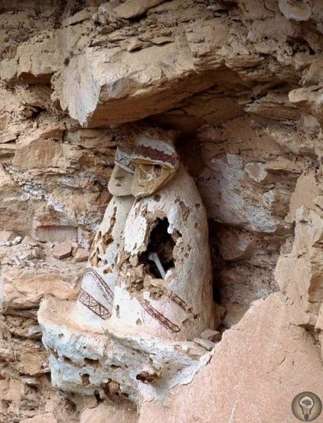 Горные саркофаги с масками - что осталось от индейцев Чачапойя В одном из перуанских регионов под названием Амасонс проживала древняя цивилизация Чачапойя. Эта цивилизация не только