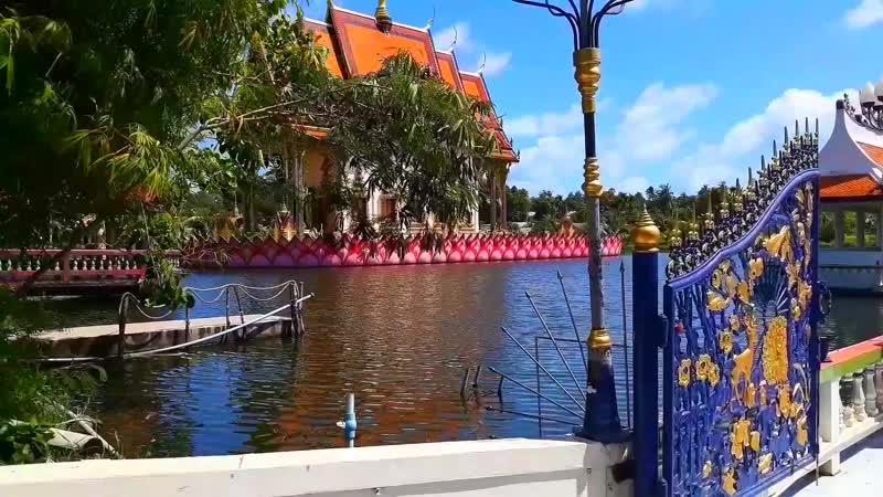 Яркий и впечатляющий буддийский храм Wat Plai Laem Koh Samui