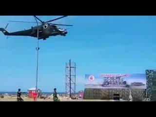 Ми-35 на параде в Индонезии сдул трибуны