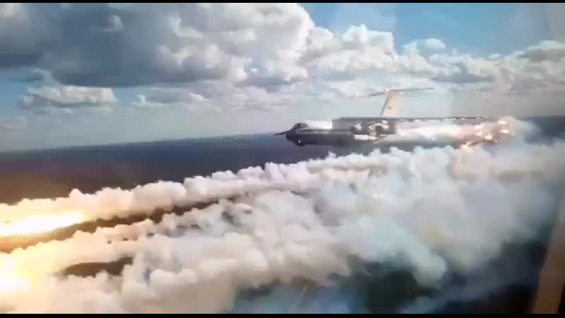 Отстрел ложных тепловых целей ЛТЦ с Ил 76 над Алабино