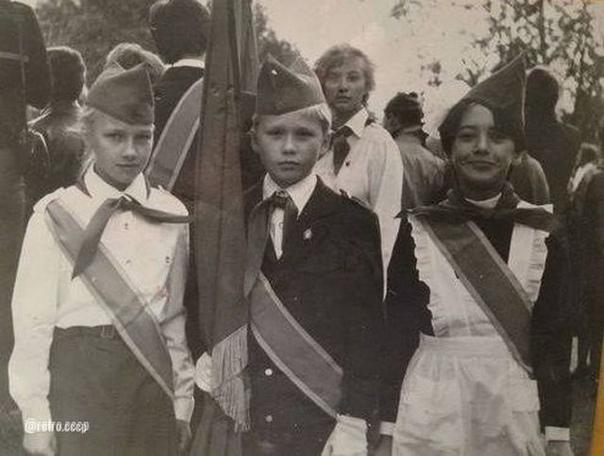 Узнали девочку справа... Это Жанна Фриске  Нравилась она вам как певица
