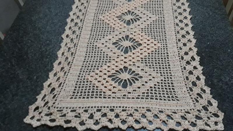 Caminho de mesa em crochê - ponto pipoca e aranha - parte 14