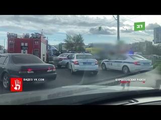 Фура протаранила трамвай в Челябинске  Авария произошла днем в Ленинском районе города