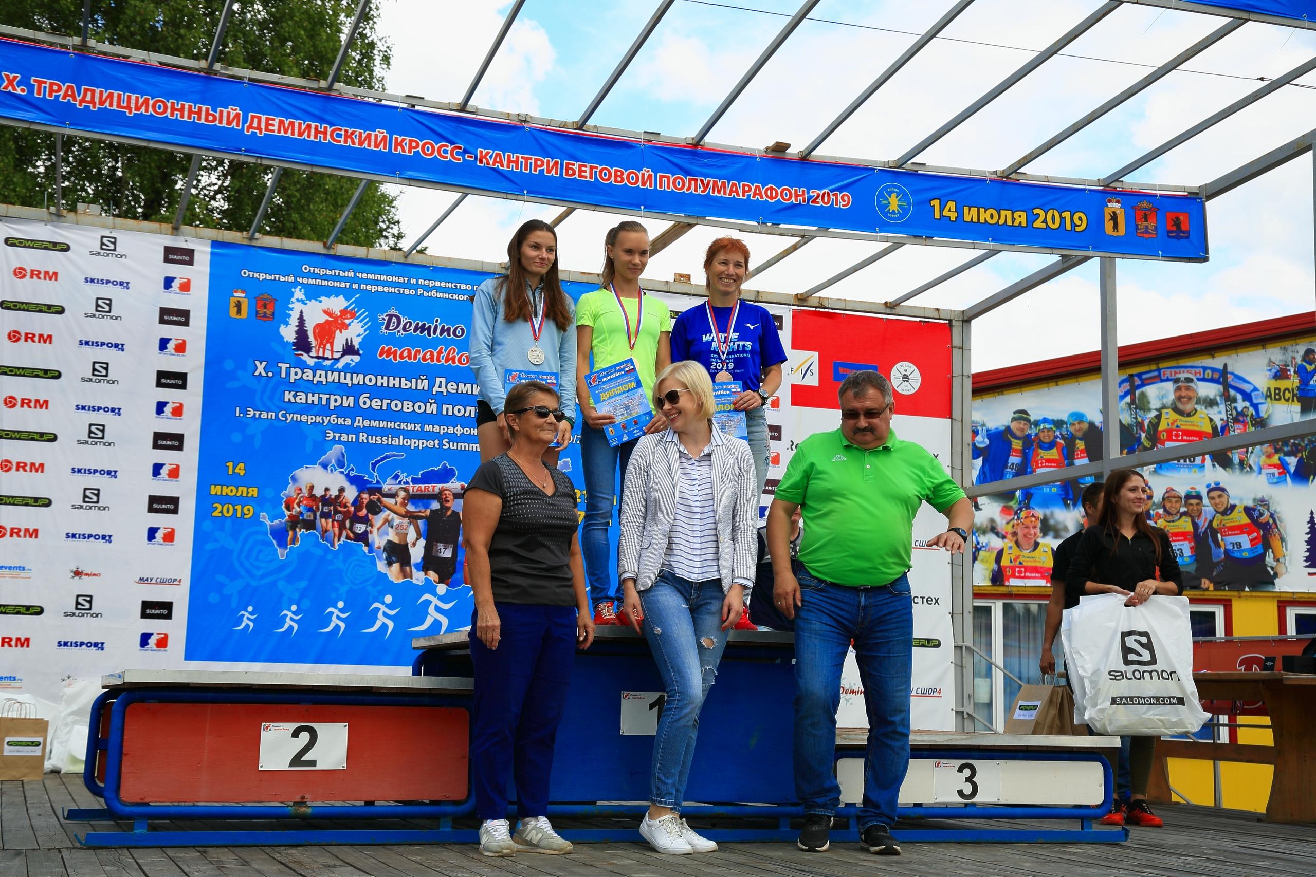 Фотография всех победителей Дёминского кросс-кантри бегового полумарафона 2019