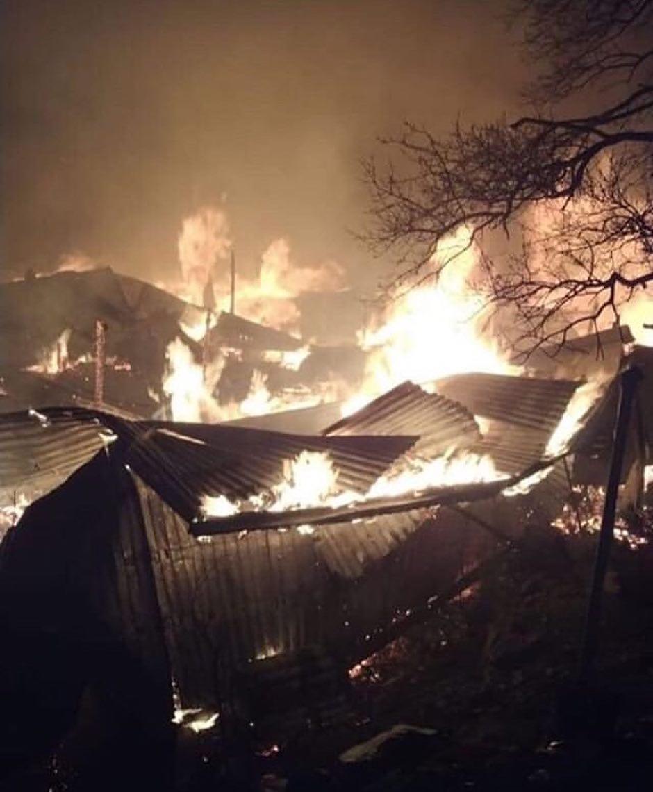 Пожар в селе Тисси-Ахитли в Дагестане огонь охватил более 20 частных домов