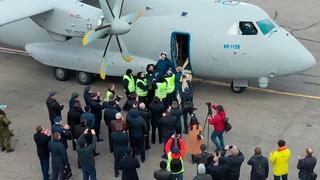 Экипаж качали на руках: кадры второго полета Ил 112В