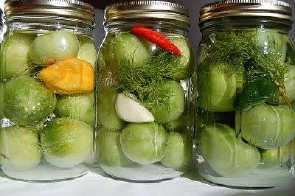 что делать с зелёными помидорами хорошие рецепты по заготовке зелёных помидор зеленые помидоры «пальчики оближешь»на 3 кг. помидоров200 гр. зелени: петрушка, укроп, листья вишни (или